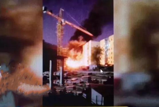 惊险!深夜哈尔滨一小区着火,引燃外墙保温板