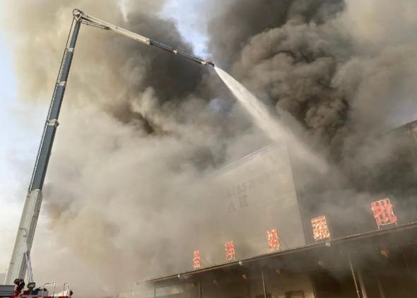 济南一冷库起火,保温材料燃烧产生致命浓烟